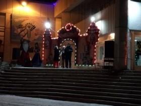 На центральной площади состоялось открытие новогодней елки